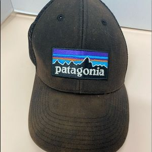 Patagonia trucker hat some discoloration on Bill